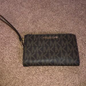 Cute Michael by Michael Kors Wristlet
